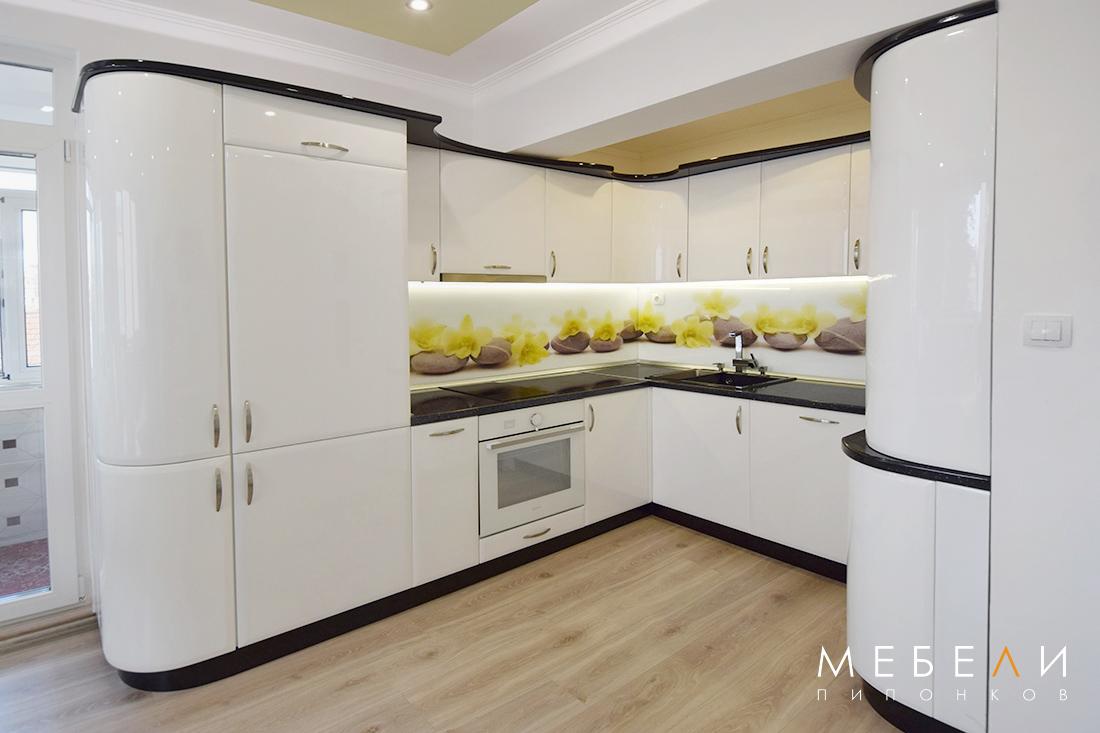 Луксозна заоблена кухня